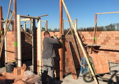 bouwplaats wei bovenverdieping profielen stellen sprangers metselwerk en meer