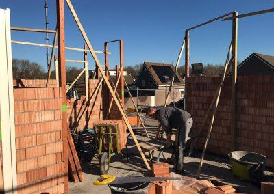 bouwplaats wei bovenverdieping schragen zetten sprangers metselwerk en meer