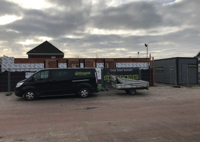bus en aanhanger voor bouwplaats wei sprangers metselwerk en meer